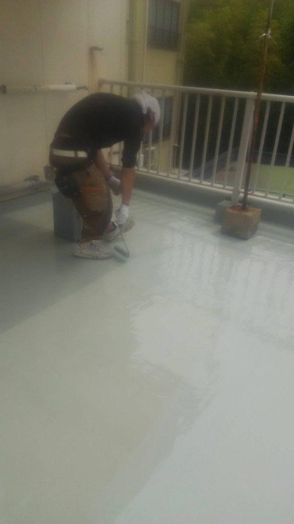 岡山市 某温泉旅館屋上防水塗装工事 ウレタン樹脂2回目