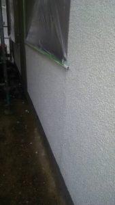 岡山市中区H様邸 下塗り2回目アンダーフィーラー マスチックローラー厚塗り