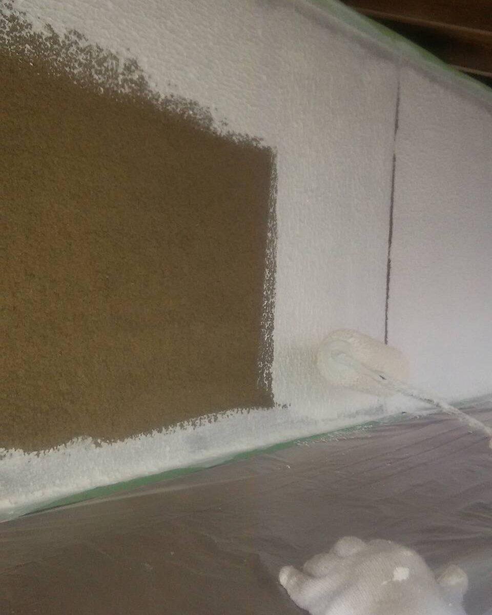 岡山市中区F様邸 下塗り2回目アンダーフィーラー マスチックローラー厚塗り