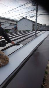 岡山市北区I様邸 部分塗装施工前 車庫屋根 中塗り