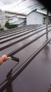 岡山市北区I様邸 部分塗装施工前 車庫屋根 上塗り