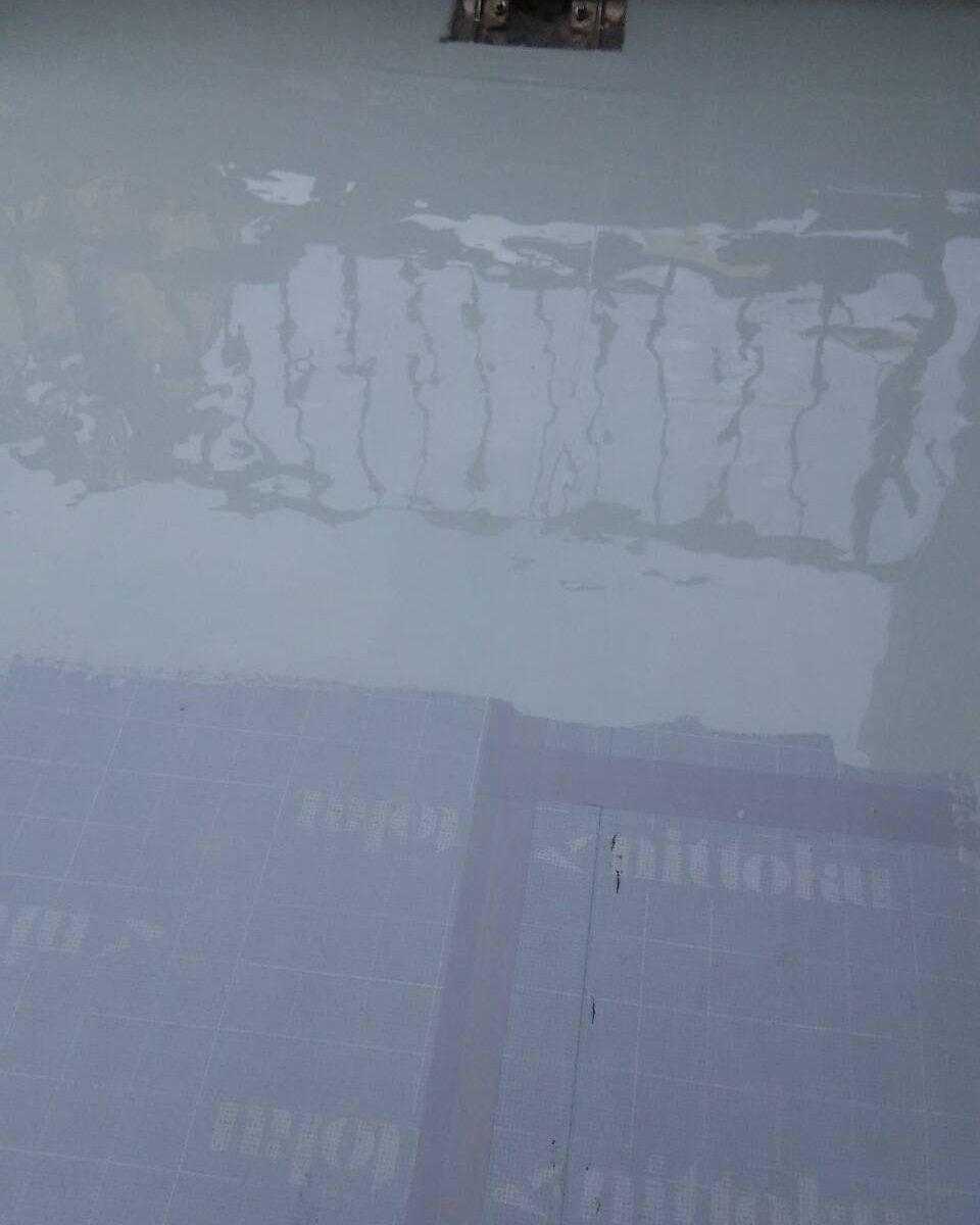 岡山市北区 K様邸 屋上防水工事 ウレタン塗り1回目