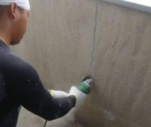 某企業様塀塗り替え工事 クラック補修