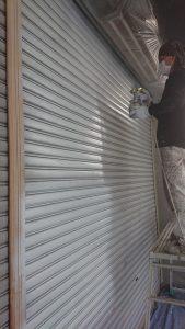 倉敷市某企業様 部分塗装 シャッターをエポキシ樹脂系下塗材吹き付け