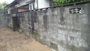岡山県内 塀 洗浄作業前