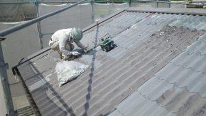 岡山市東区K.A様邸 金属屋根旧塗膜剥離作業中