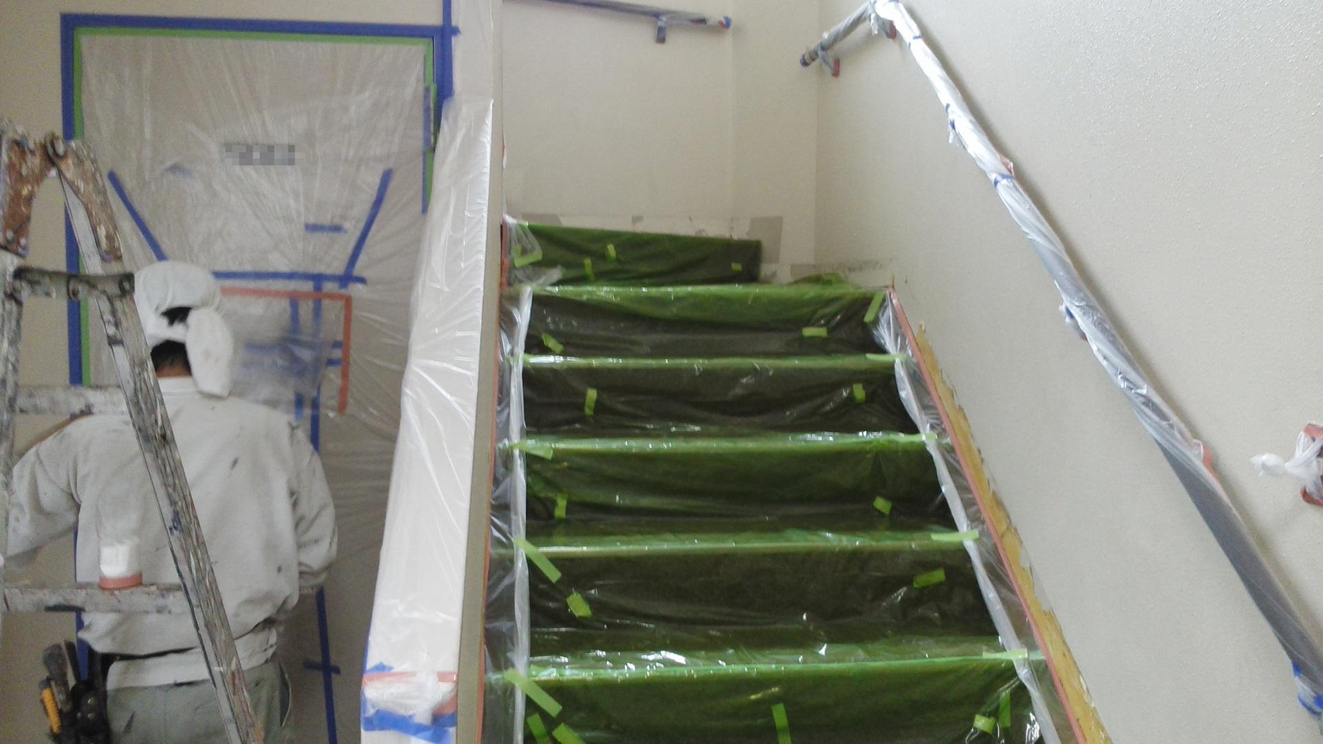 岡山市北区某施設様 階段養生作業