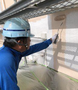岡山市北区K.I様邸母屋外壁中塗り作業
