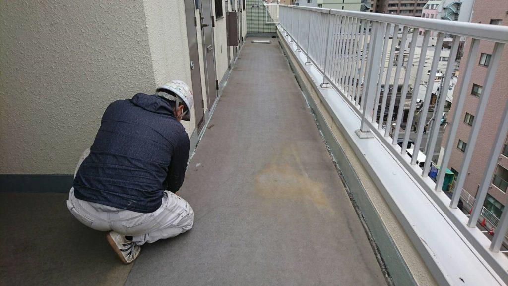 2020.04.22(水)岡山市北区某マンション廊下床シート張り替え、防水工事着工